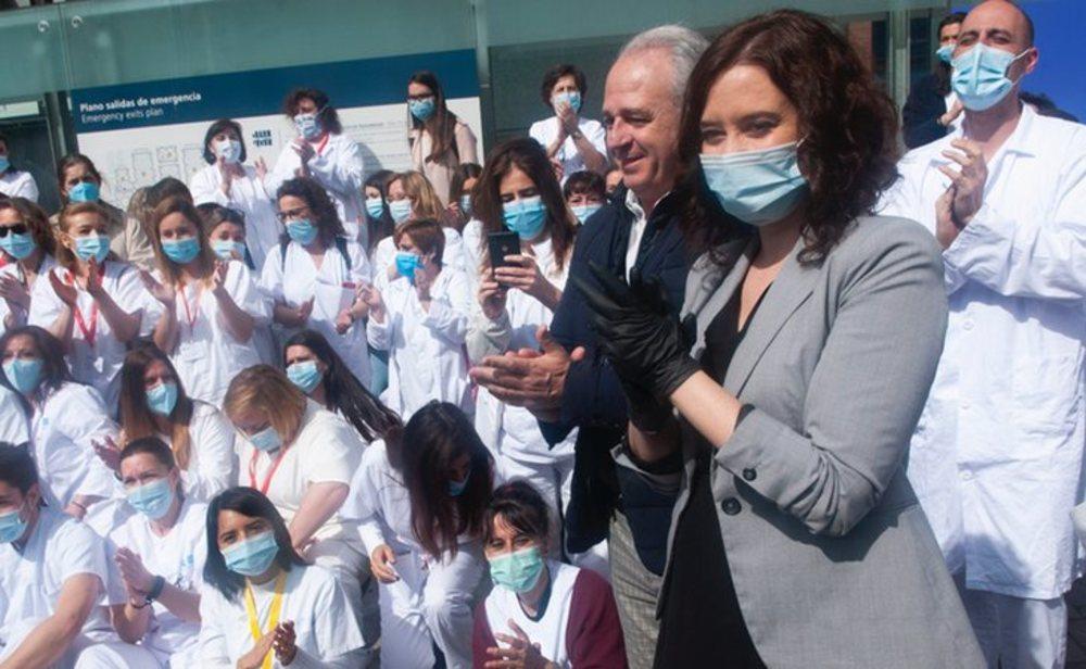 Isabel Díaz Ayuso en el hospital de Ifema