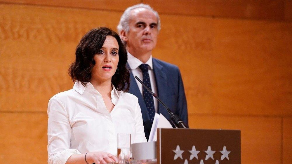 La presidenta madrileña, Isabel Díaz Ayuso, junto a su consejero de Sanidad, Enrique Ruiz Escudero