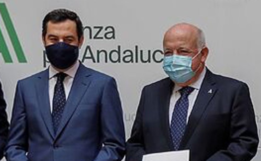 Juanma Moreno Bonilla, presidente de la Junta de Andalucía; y Jesús Aguirre, consejero andaluz de salud