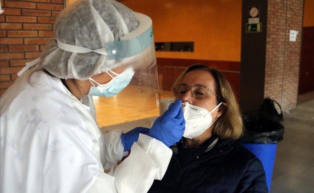 Sanidad notifica 394 muertes y 17.681 contagios