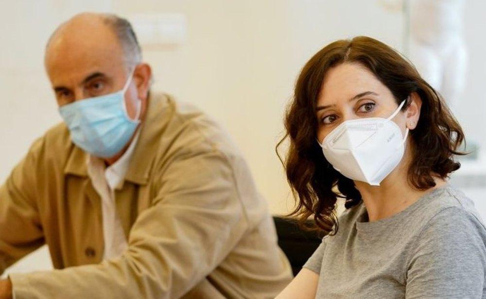 Antonio Zapatero,  viceconsejero de Salud Pública y Plan Covid-19; e Isabel Diaz Ayuso, presidenta de la Comunidad de Madrid