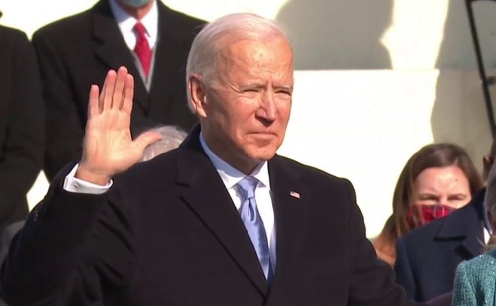Joe Biden jura como presidente de EEUU