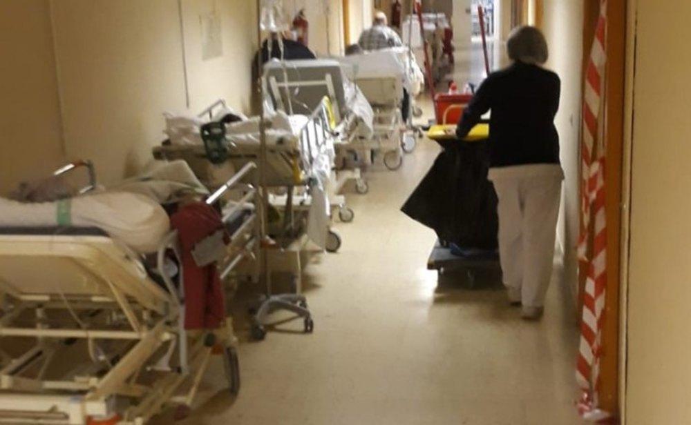 Los pacientes ingresados en UCI por coronavirus ya superan el 37% en España