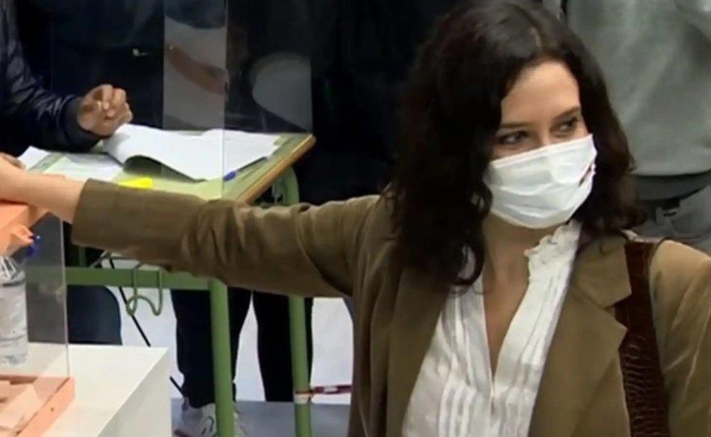 Isabel Díaz Ayuso, votando en las elecciones del 4-M