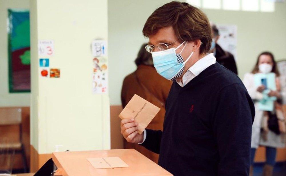 Almeida vota el 4-M