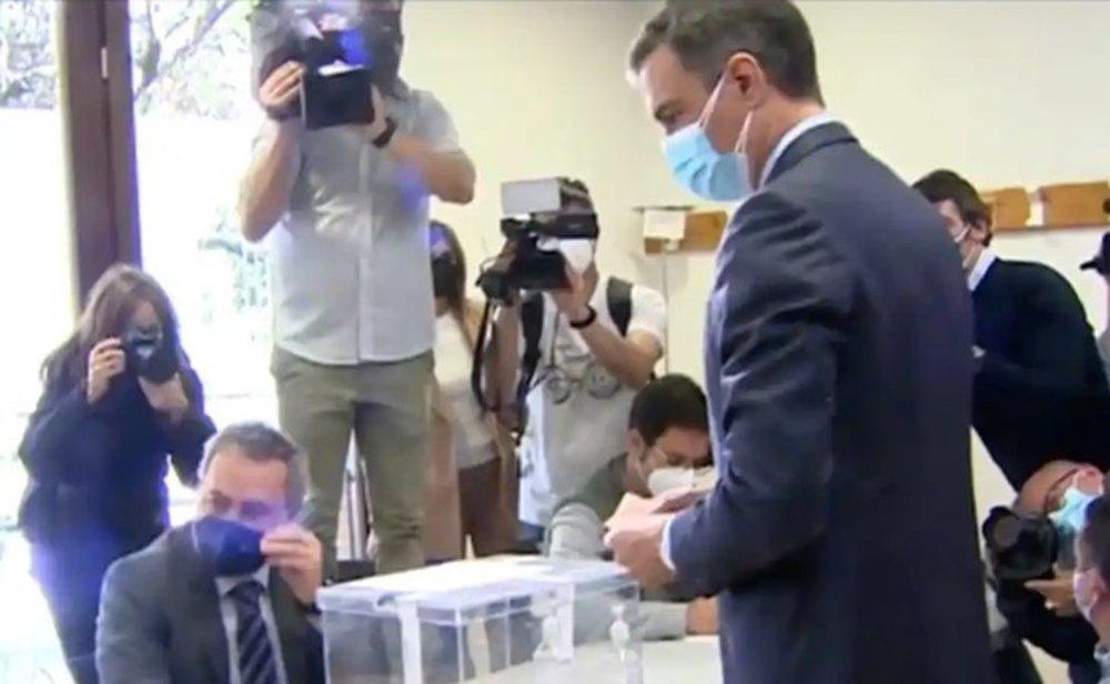Pedro Sánchez votando el 4-M