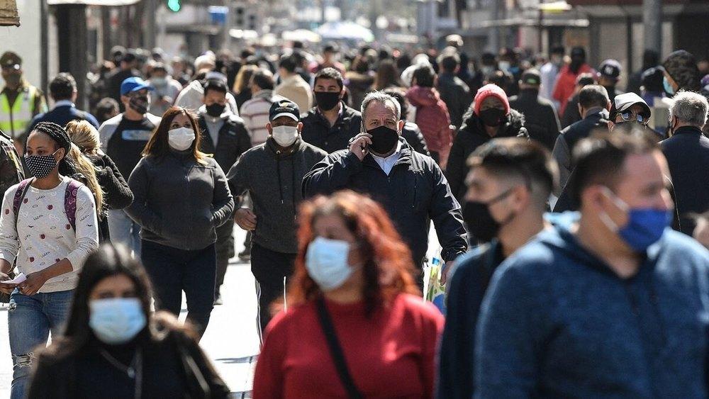 La OCU pide acabar con la mascarilla obligatoria al aire libre con el fin del estado de alarma