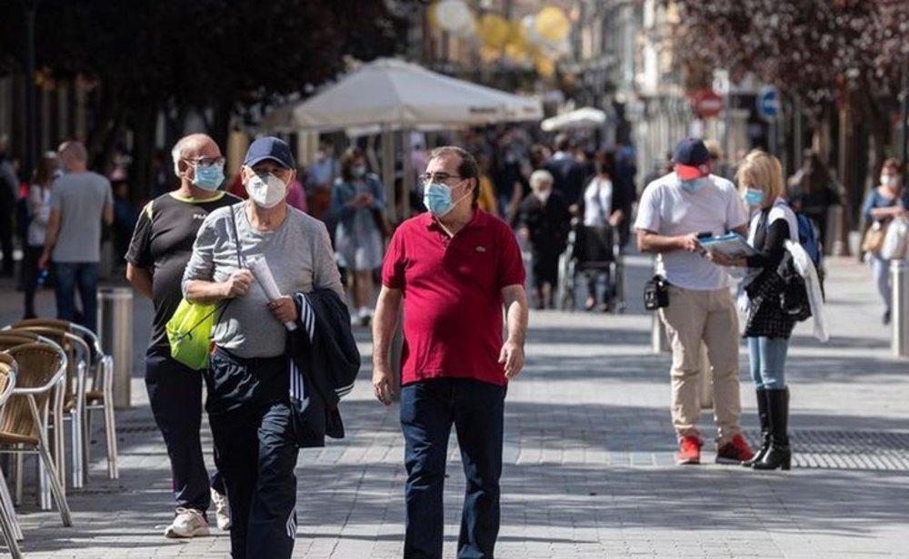 España sigue mejorando su situación epidemiológica