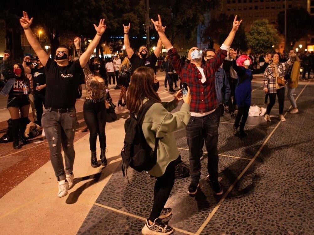 Cataluña vuelve a cerrar el ocio nocturno
