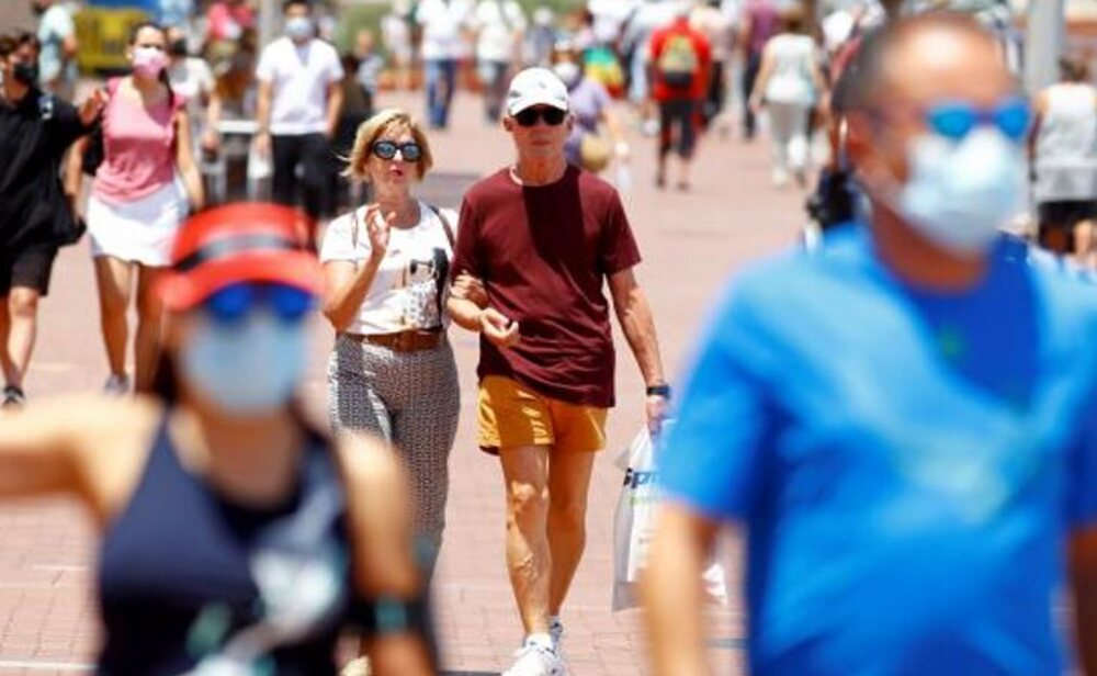 Aunque sigue siendo muy alta, la incidencia continúa bajando en España
