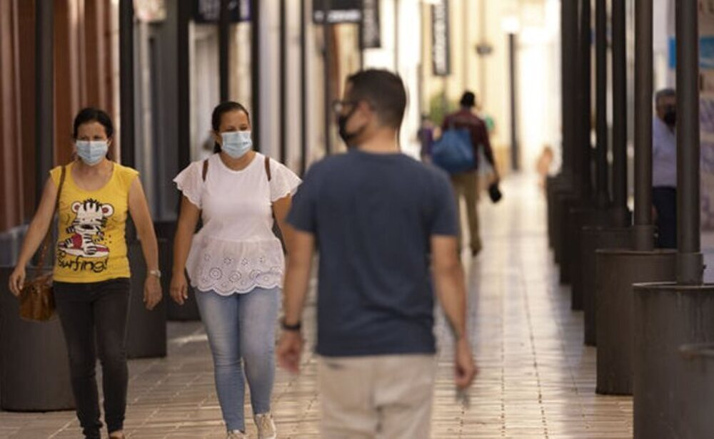 La quinta ola sigue reduciéndose en España