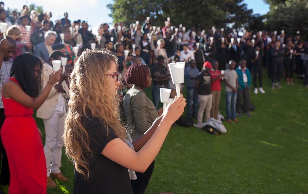 Los estudiantes lloran a Kenia