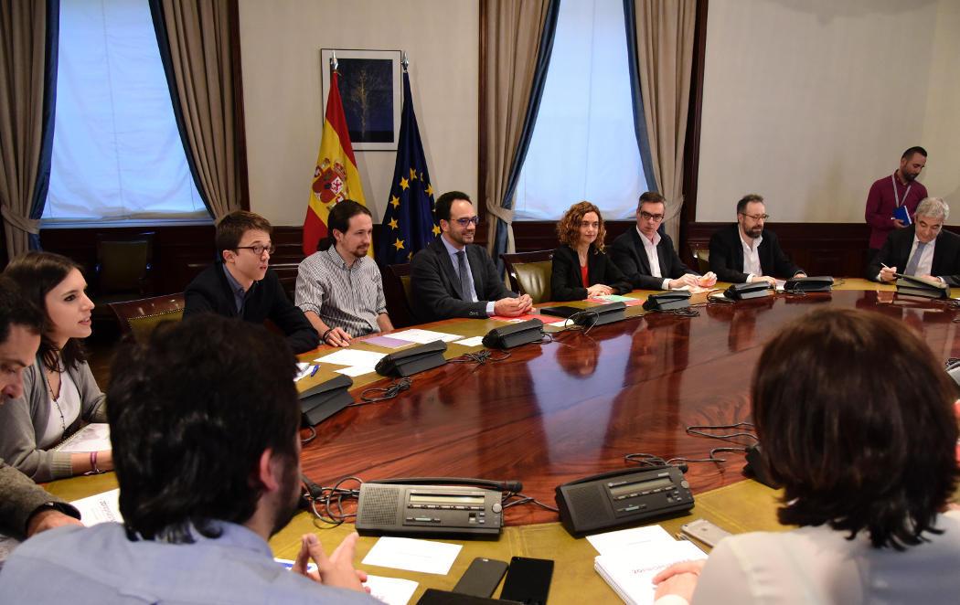 PSOE, Podemos y C's se sientan a negociar