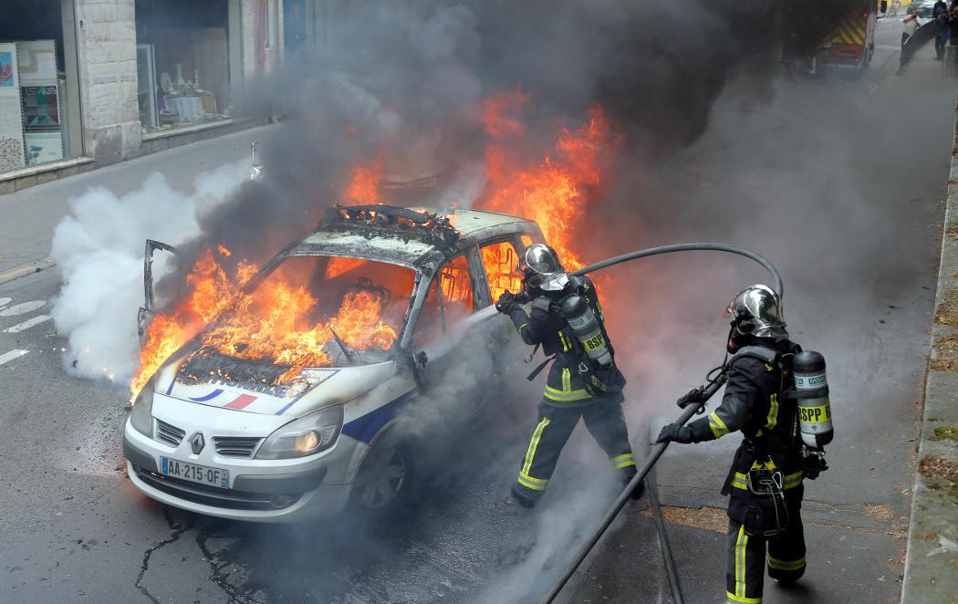 Nuit de Bout continúa con disturbios en las calles de París