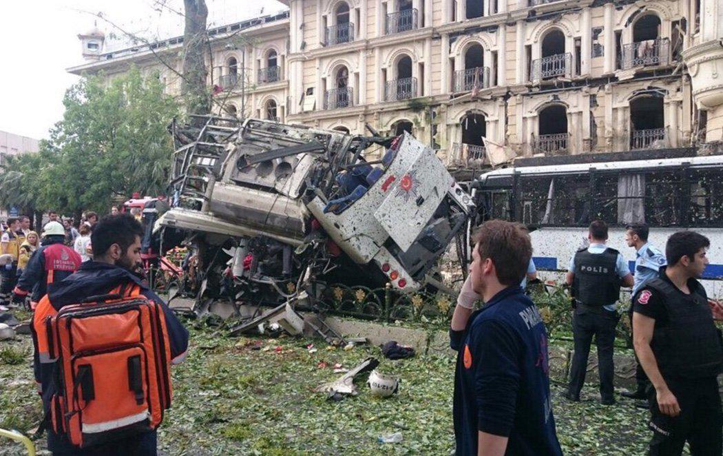 Explosión en Estambul por un posible atentado a un autobús policial
