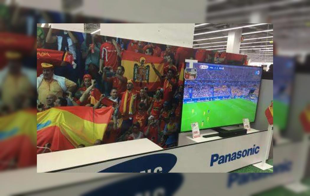 La bandera franquista con la Selección en Media Markt