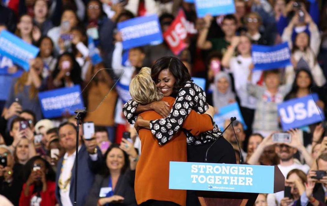 Michelle Obama y Hillary Clinton se unen en su primer mitin juntas