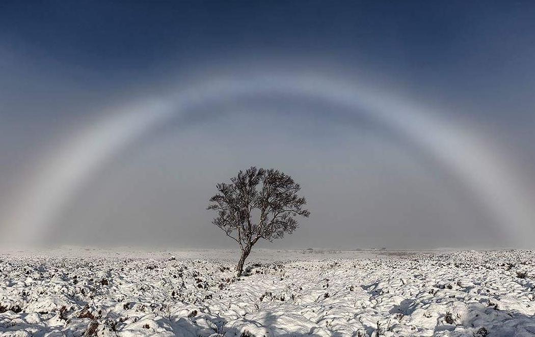 Un fotógrafo captura en Escocia este increíble arcoíris blanco