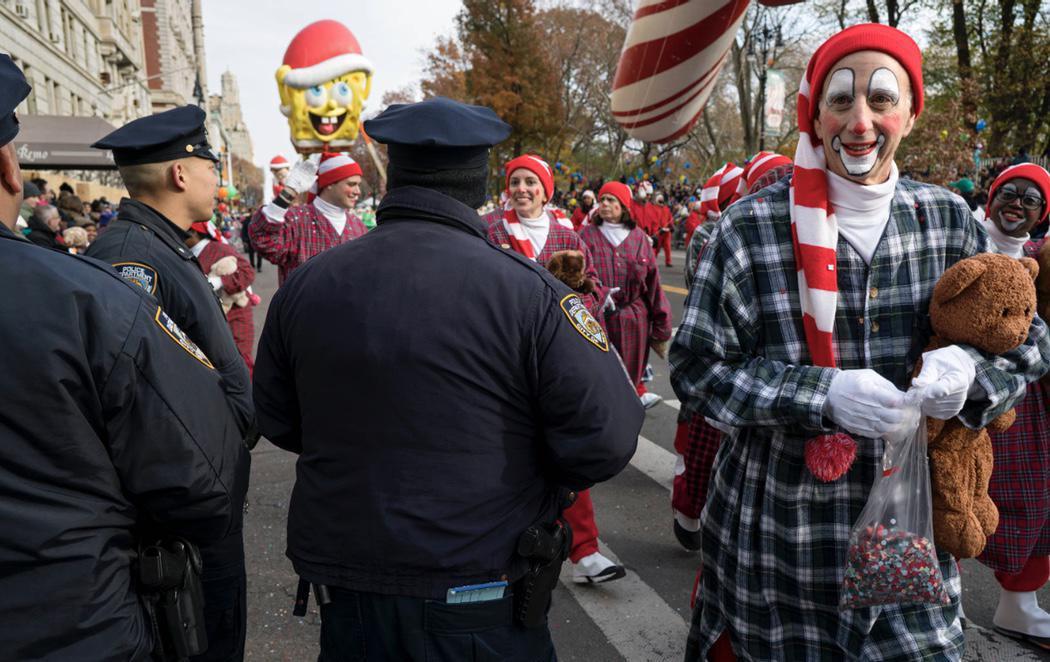 El desfile de Acción de Gracias de Nueva York se desarrolla bajo la más absoluta seguridad