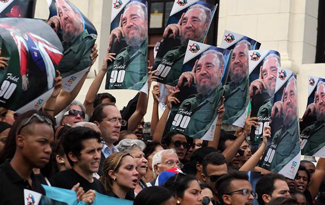 Cuba rinde homenaje a su 'comandante' Fidel Castro