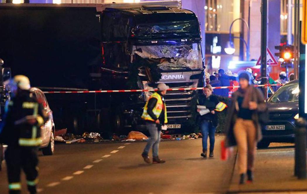 Un atentado con un camión deja al menos 12 muertos en Berlín