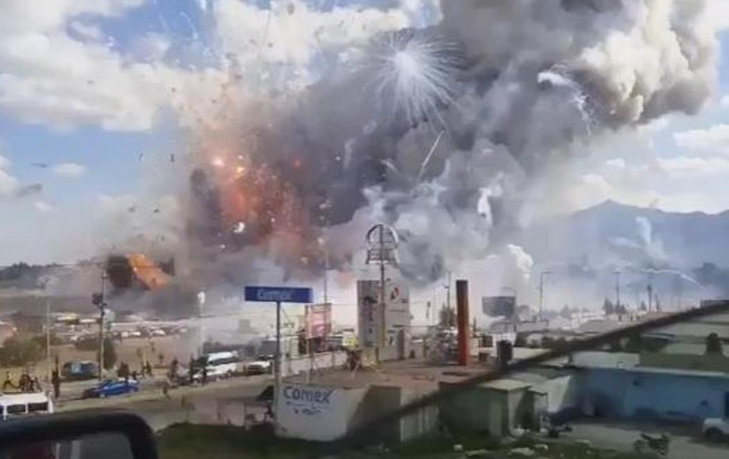 Mueren 31 personas en la explosión de un mercado de petardos en México