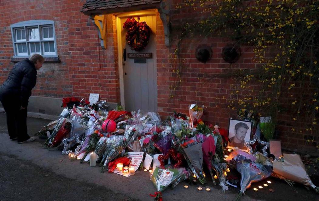 Los fans de George Michael rinden tributo al icono del pop