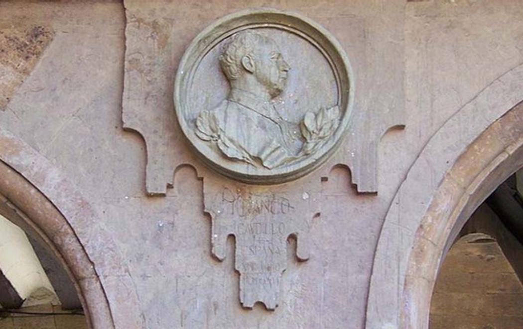 Retiran el medallón a Franco de la Plaza Mayor de Salamanca