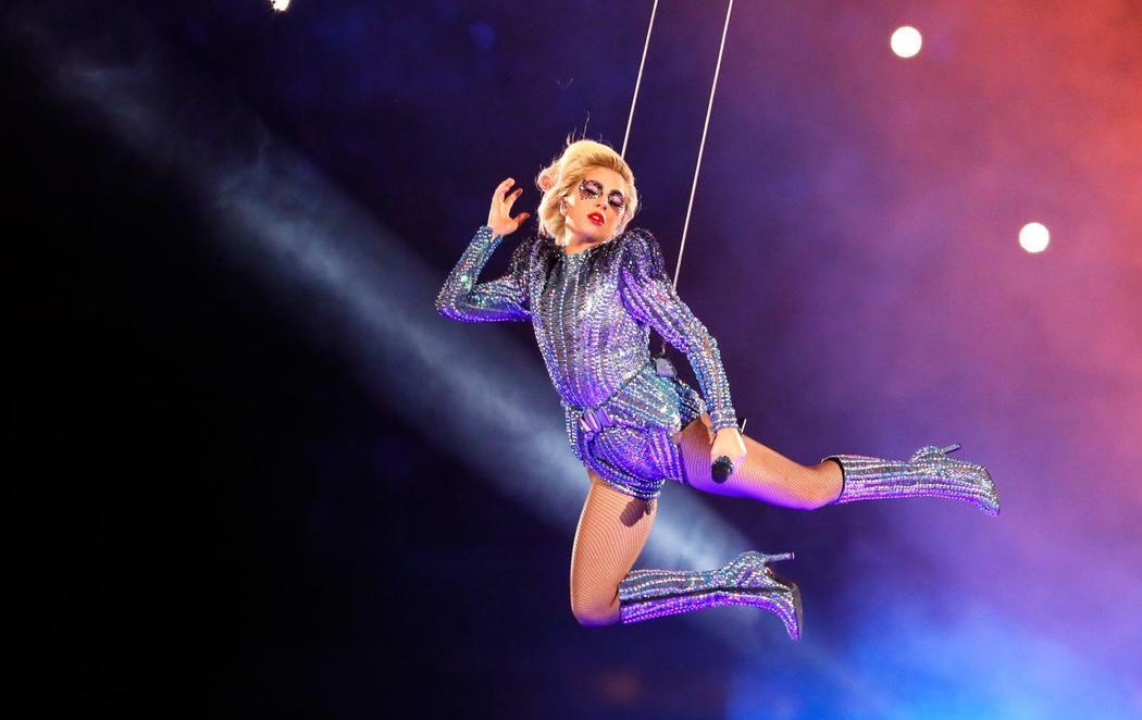 Lady Gaga brilla en la Super Bowl