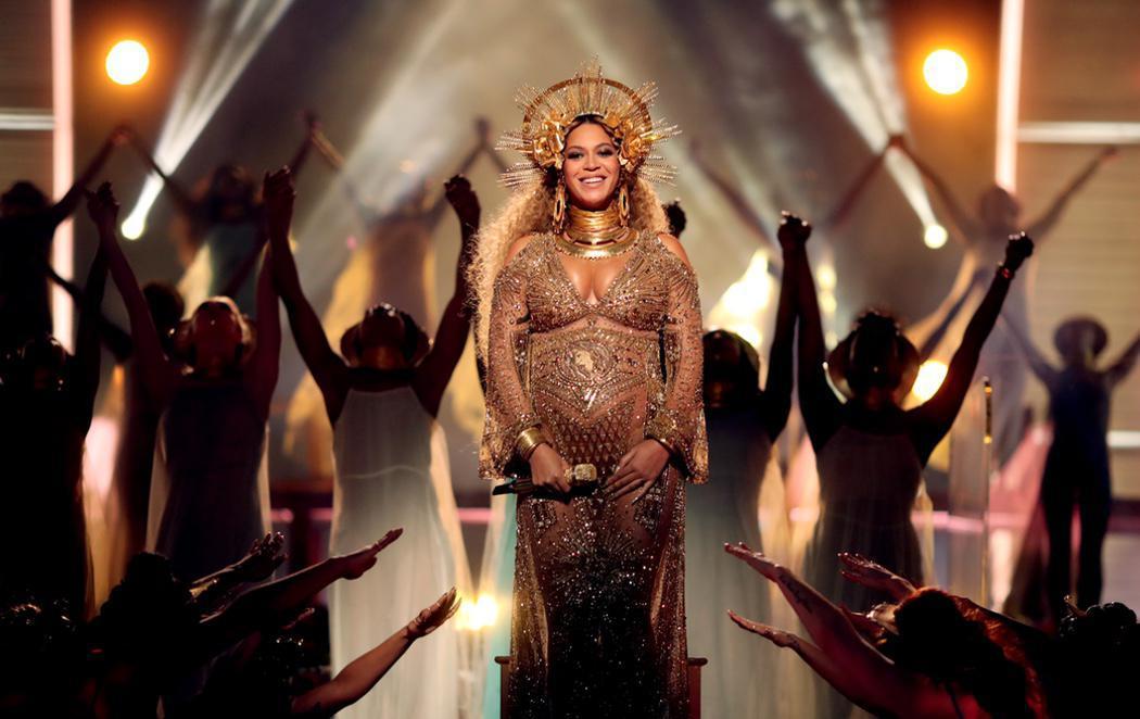 Beyoncé, una diosa de la maternidad en los Grammy