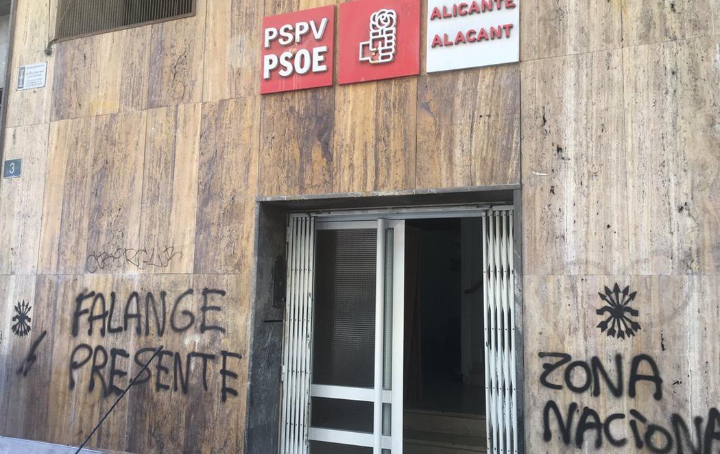 Realizan varias pintadas falangistas en las sedes de Podemos, PSOE y Compromís de Alicante