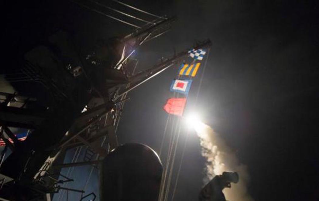 Trump lanza un misil desde la base de Rota contra Siria y mata a cuatro niños