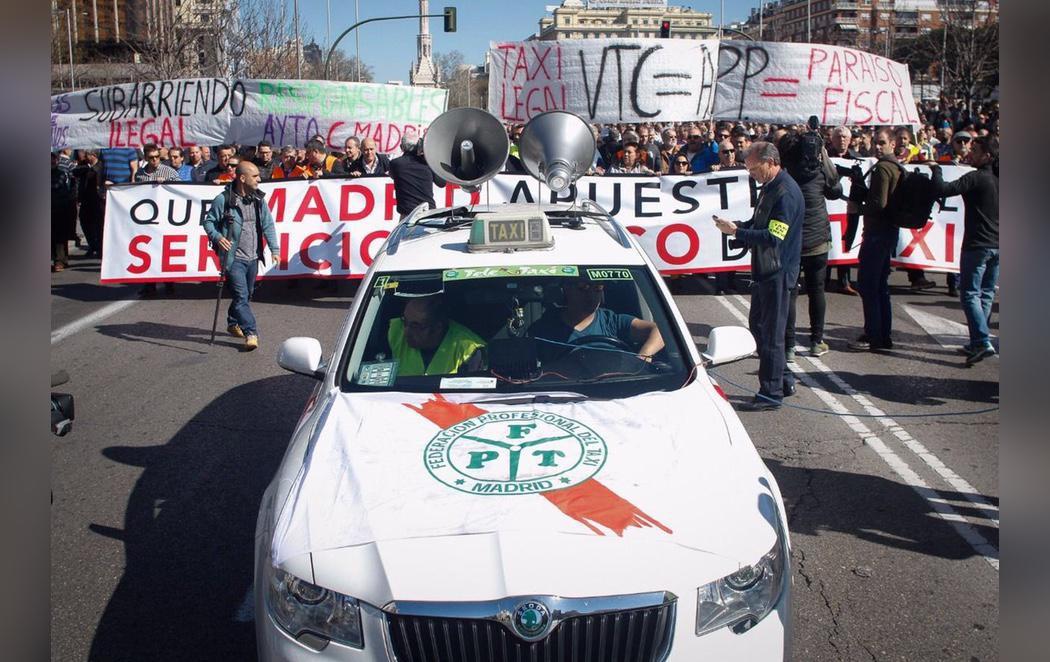 Masiva huelga y manifestación de los taxistas en contra de los gigantes Uber y Cabify