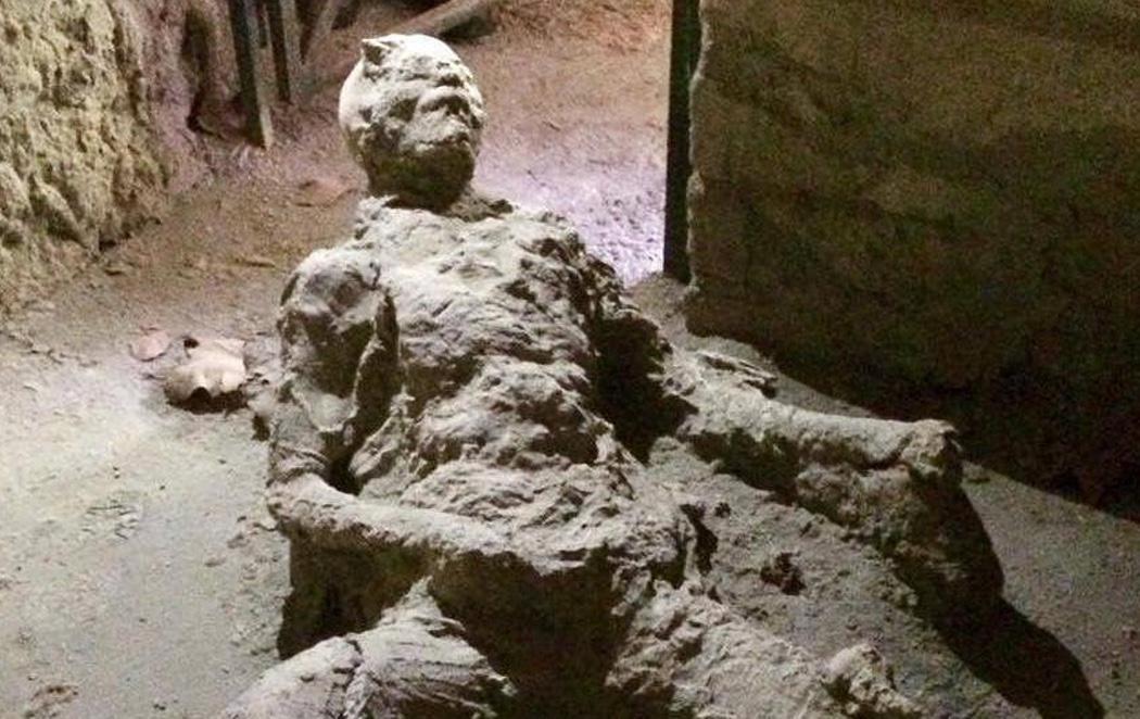 Un hombre quedó petrificado masturbándose cuando el Vesubio arrasó Pompeya