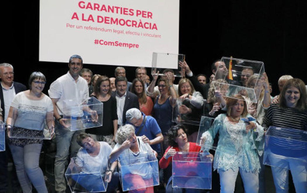 La Guardia Civil irrumpe en el Teatro Nacional de Cataluña para investigar un acto del referéndum