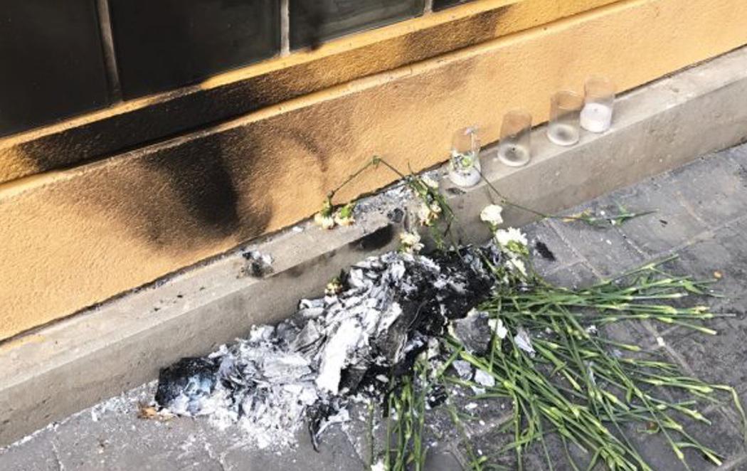 Varios proetarras queman la ofrenda en honor de Miguel Ángel Blanco en Getafe (Madrid)