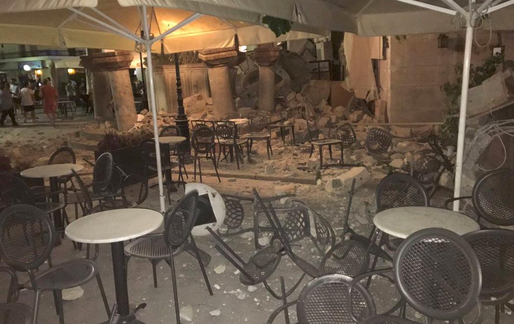 Dos muertos y 90 heridos en un terremoto en Grecia