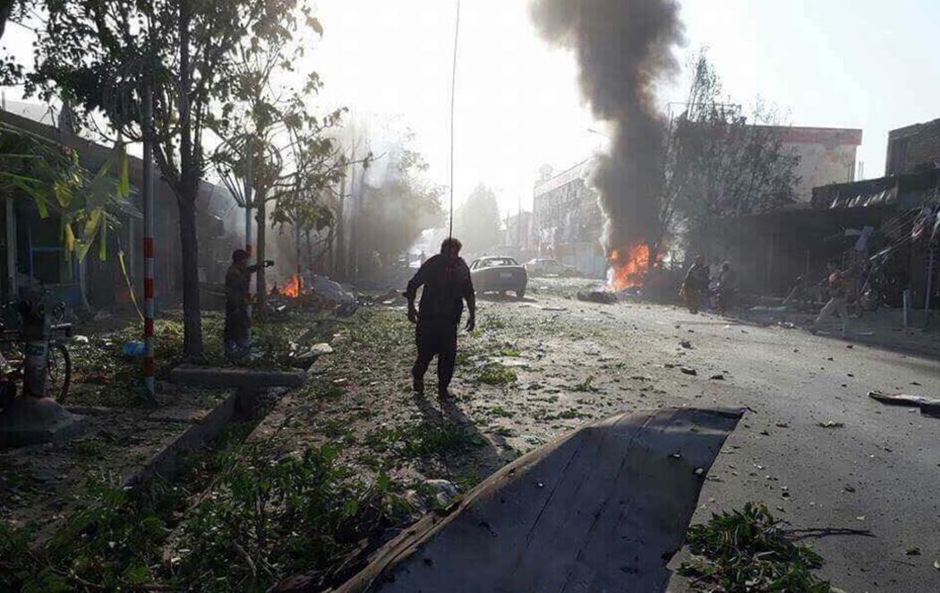35 muertos y decenas de heridos en un atentado suicida en Kabul
