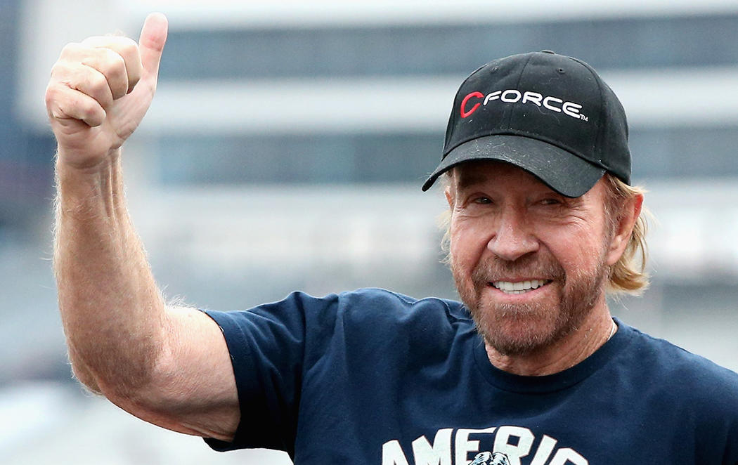 Chuck Norris se recupera de dos infartos seguidos y no es un chiste