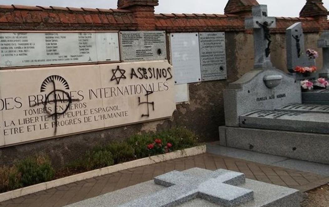 Profanan con pintadas nazis y antisemitas las tumbas de las Brigadas Internacionales