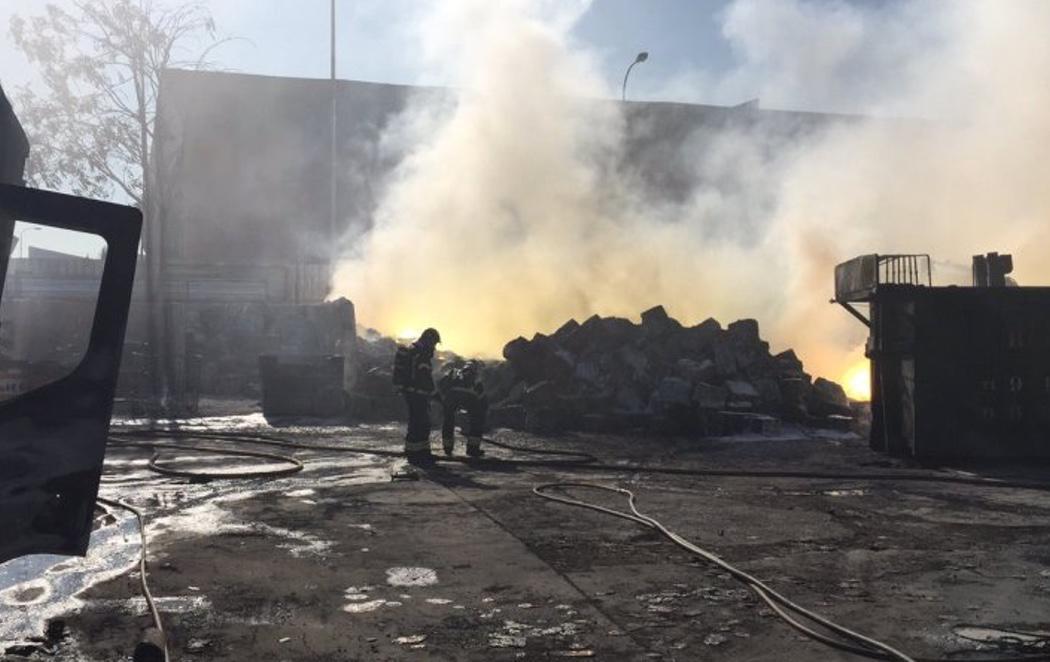 Nube tóxica en Madrid: las autoridades piden a los vecinos de tres municipios que permanezcan en sus casas