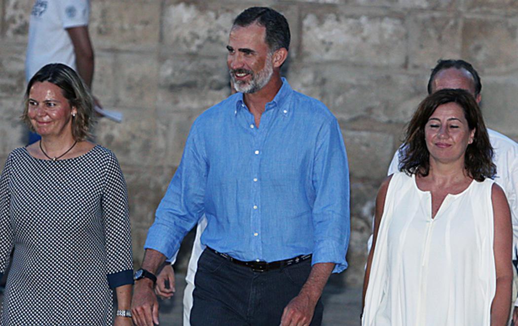 El Rey Felipe coincide en una boda en Palma con la 'amiga entrañable' de su padre