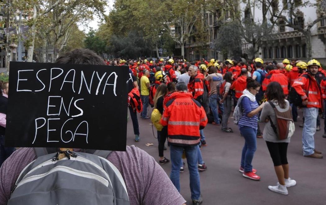 Cataluña toma las calles durante la huelga general convocada contra la represión policial