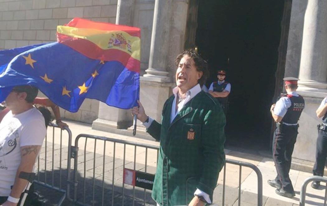 Álvaro de Marichalar convoca una manifestación ante la Generalitat... y se queda solo