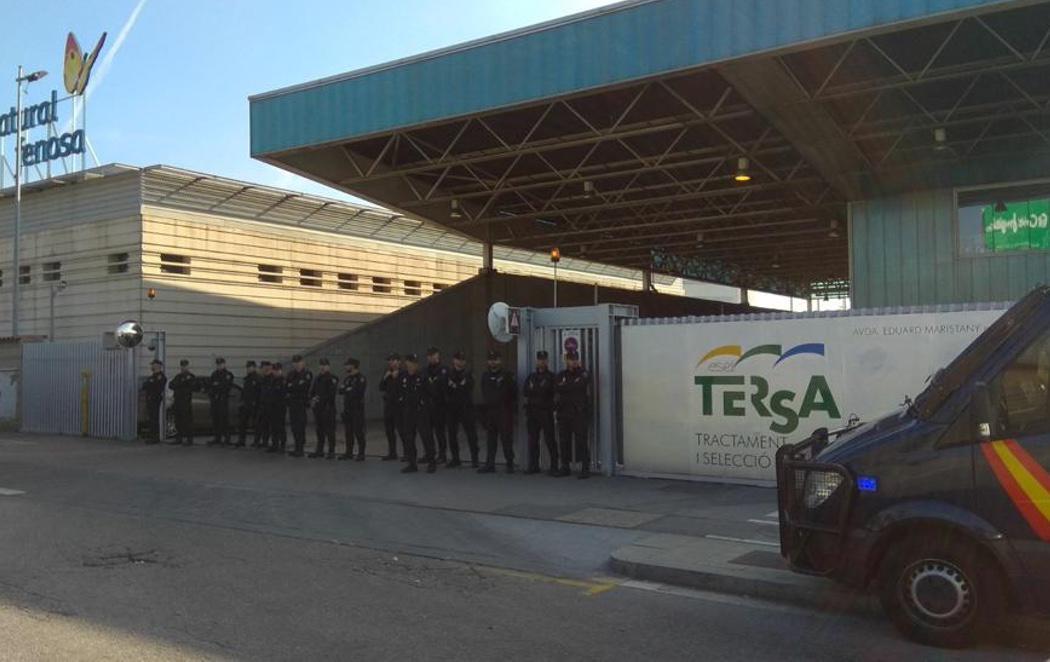 La Policía Nacional evita la quema de documentación por parte de los Mossos d'Esquadra