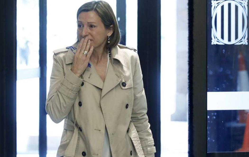 Carme Forcadell acaba entre lágrimas al regresar al Parlament
