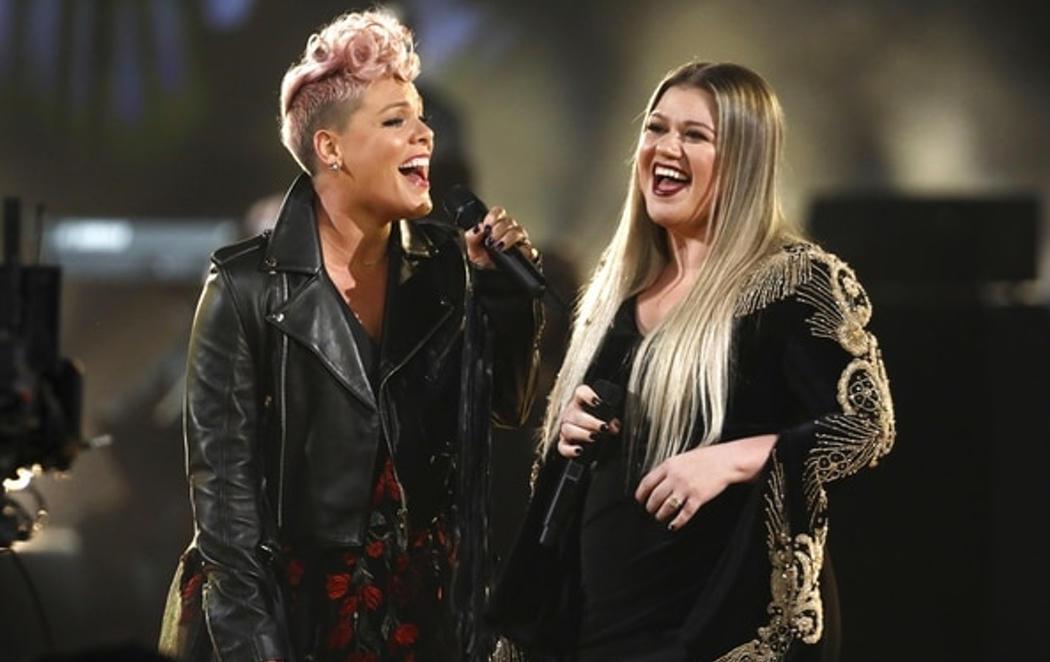 Bruno Mars arrasa en los American Music Awards 2017 y 'Despacito' logra dos premios