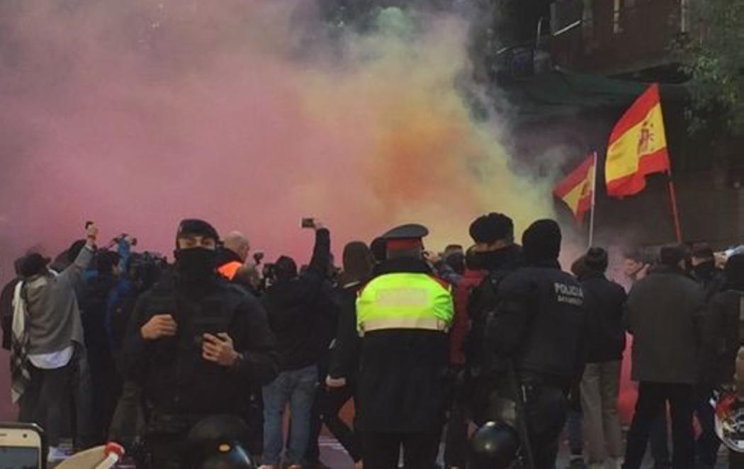 La extrema derecha ataca la sede de la CUP