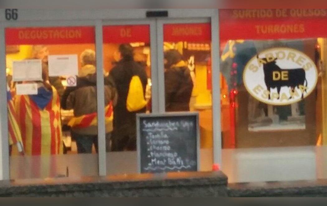 Los manifestantes independentistas terminan la concentración de Bruselas... comiendo en 'Sabores de España'