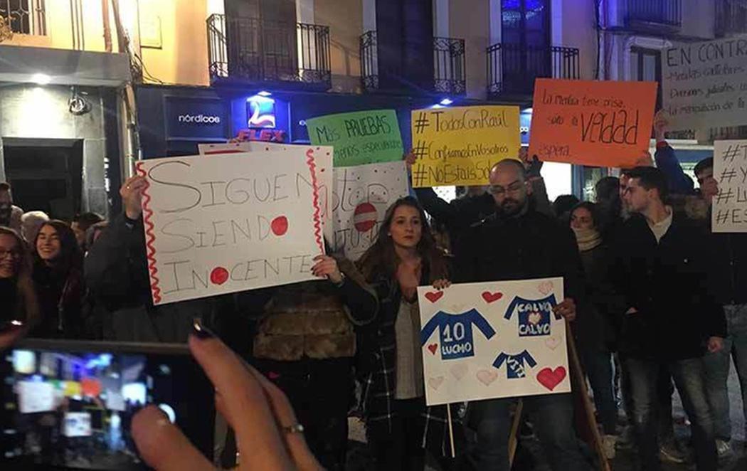 Más de 200 personas se manifiestan en apoyo de 'La Manada Arandina' acusada de violación múltiple